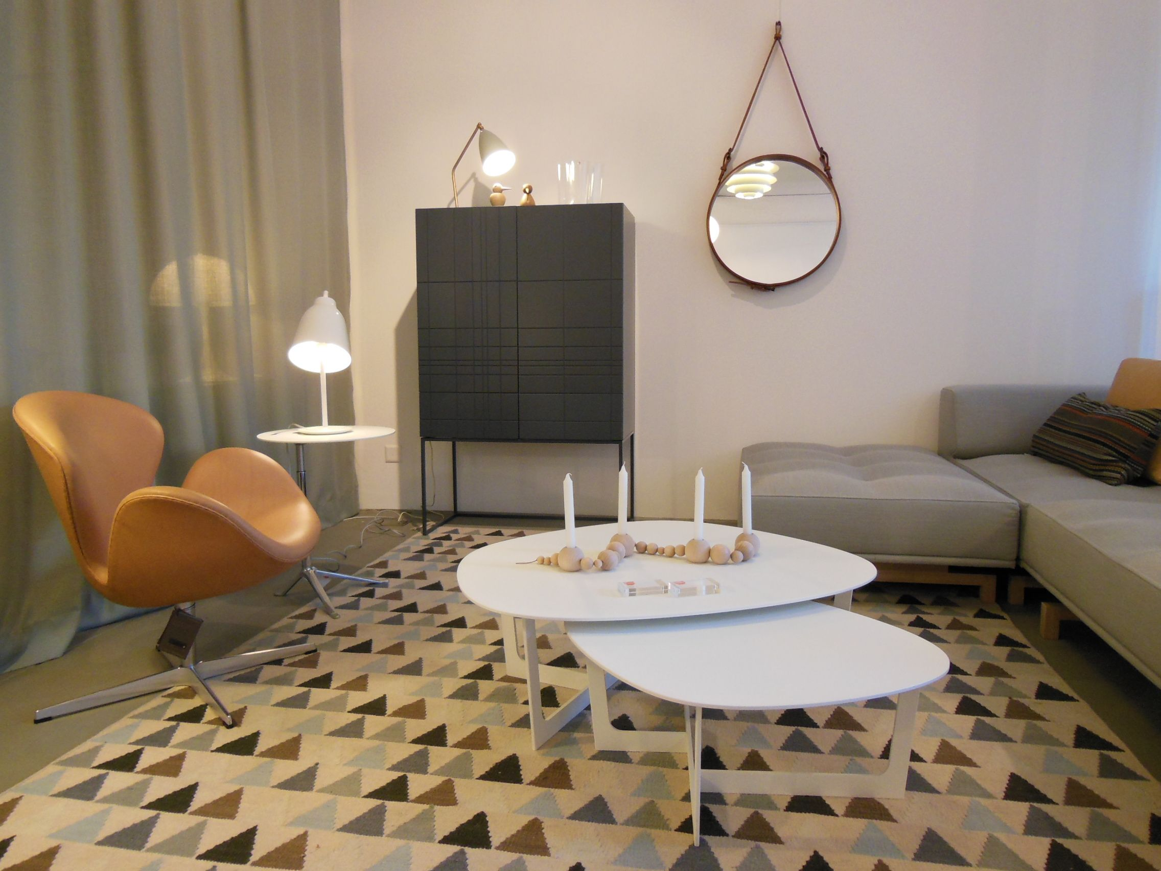 Swan armchair by Arne Jacobsen from Fritz Hansen Kilt Light
