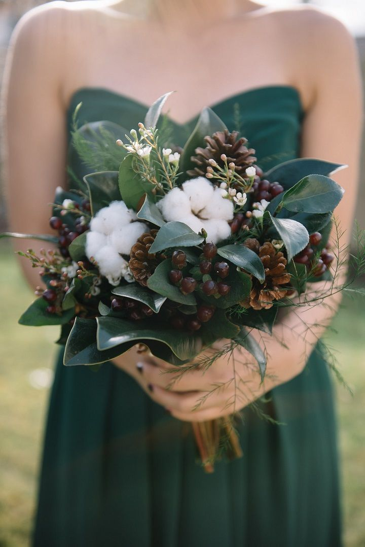 Pine cones and cotton winter wedding bouquet ideas