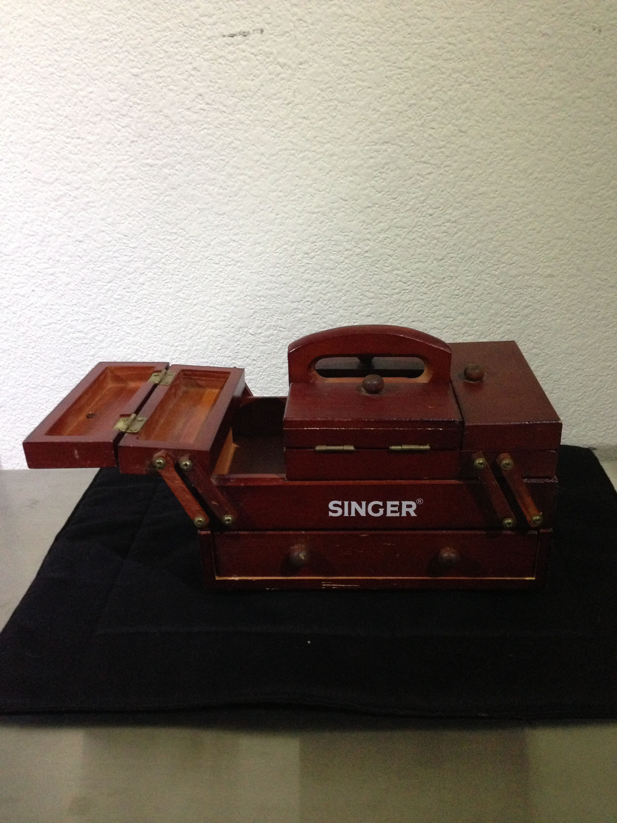 Vintage Singer wooden sewing box. Cantilever accordion style. $25 eBay & Vintage Singer wooden sewing box. Cantilever accordion style. $25 ... Aboutintivar.Com