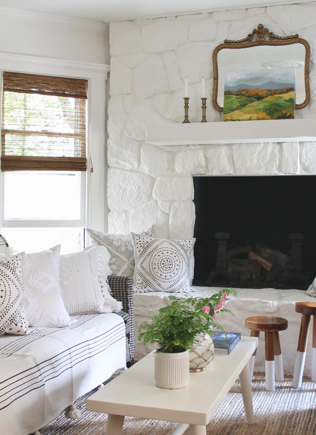 Summer White Living Room With Annie Sloan Chalk Paint