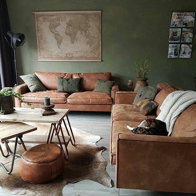 Canapes Et Poufs En Cuir Marron Couleurs Naturelles Ce Salon Adopte La Tendance Coloniale Deco Interieure Deco Salon Idee Salon