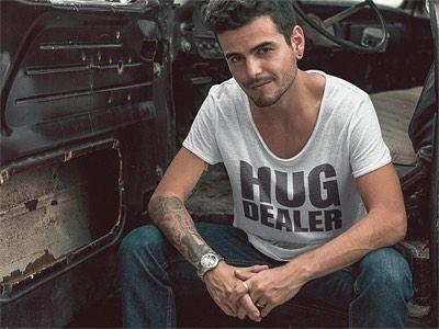 """#shirt met leuke #quotes #quoteshirt #tshirt #heren met de quote """" #HUG #DEALER """" in de kleuren wit grijs of zwart bestel je gemakkelijk online bij Piece Of Shirt"""
