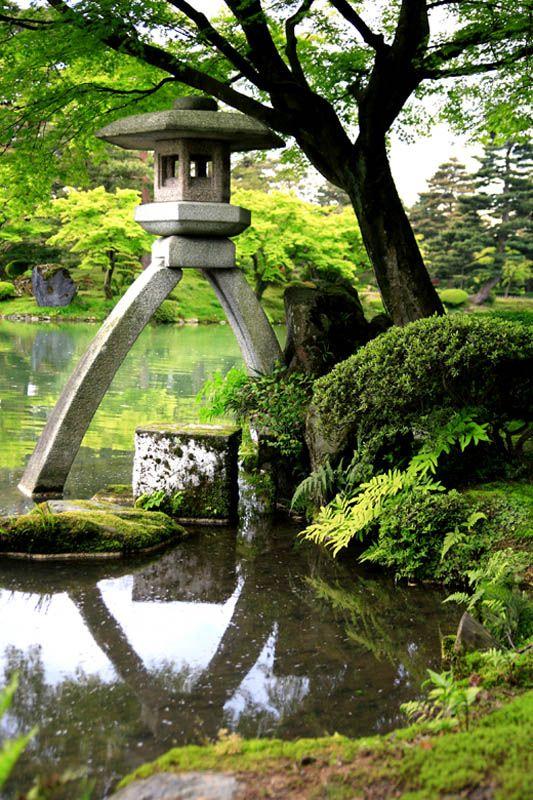 Japanese lantern kanazawa ishikawa japanese gardens for Estanques japoneses jardin