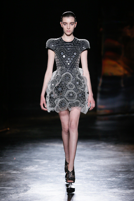 Iris van Herpen Fall 2016 Ready-to-Wear Fashion Show