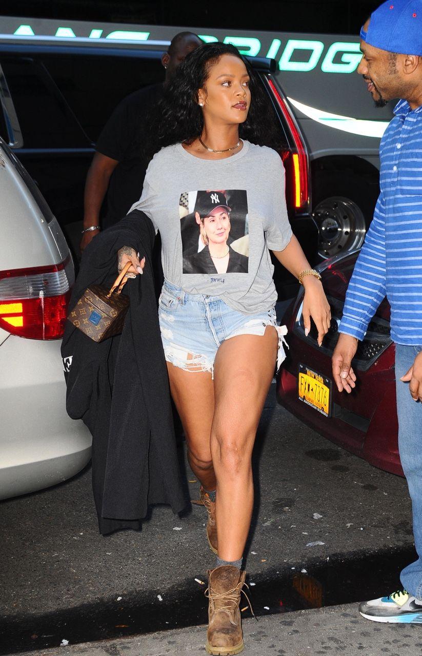 6c1c078c4 October 19: Rihanna out in NYC | Rihanna | Rihanna, Rihanna looks y ...
