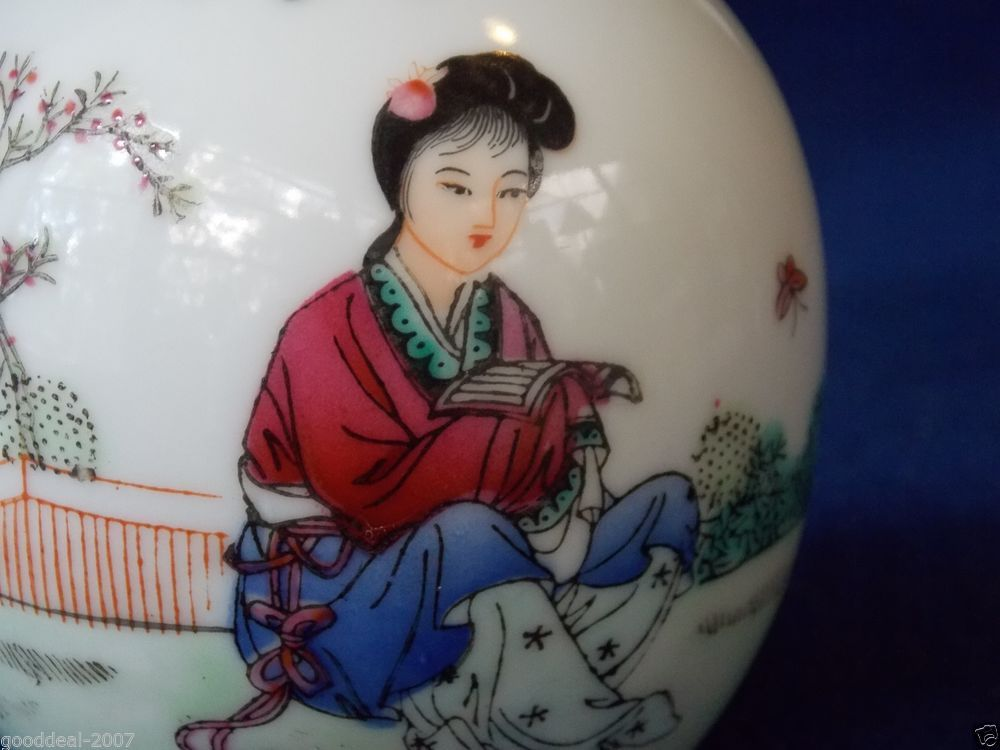 """Beautiful Chinese Porcelain Famille Rose Vase . Republic period . 5 inch tall .""""Education is your best friend""""."""