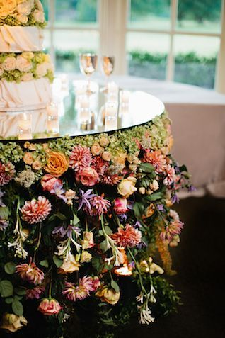 Memphis Wedding Done Entirely In Hanging Flowers Hanging Flowers Wedding Garden Wedding Cake Garden Theme Wedding