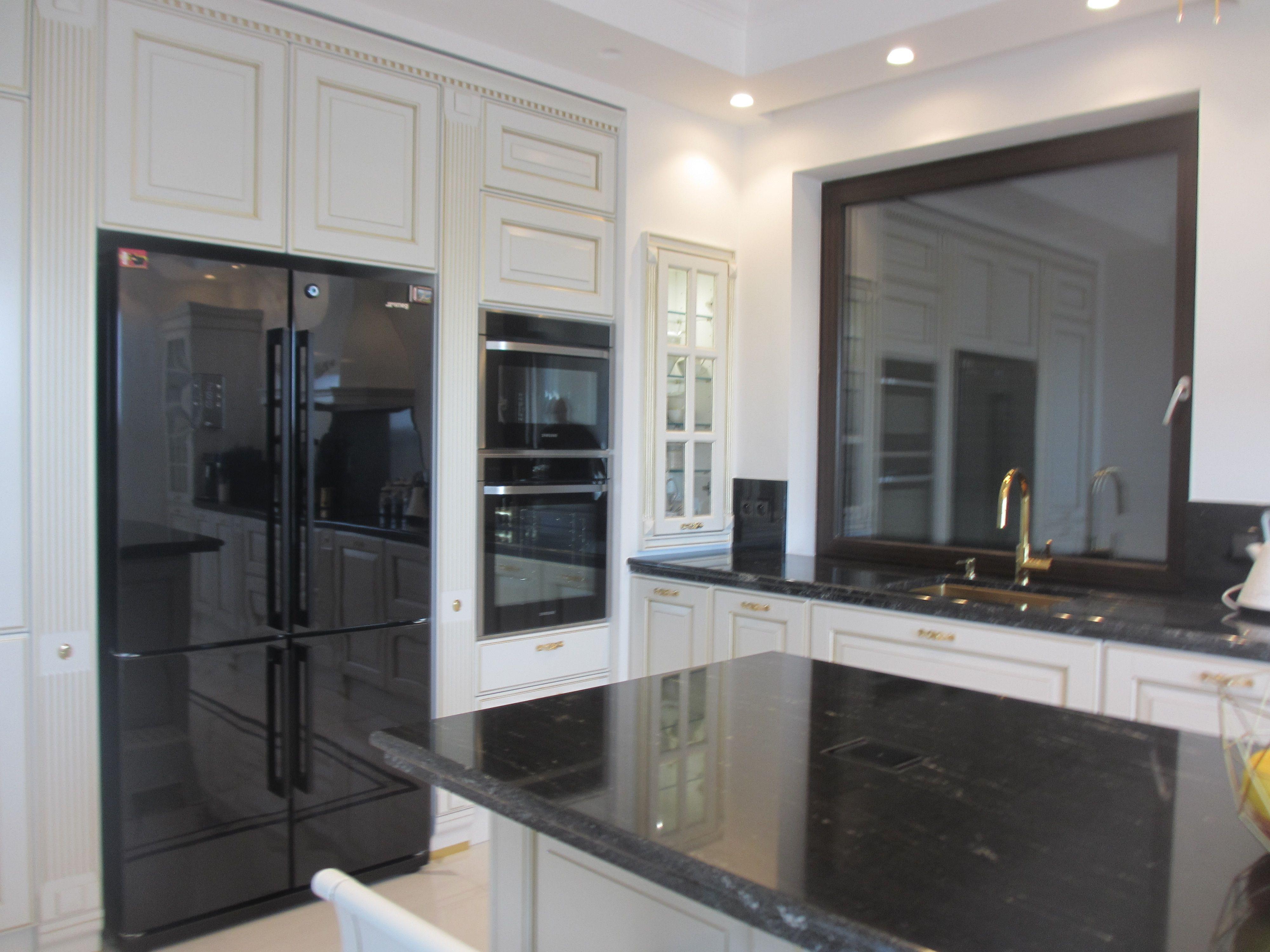 Bialo Czarna Kuchnia Klasyczna Styl Angielski Kitchen Appliances Kitchen Cabinets Home Decor