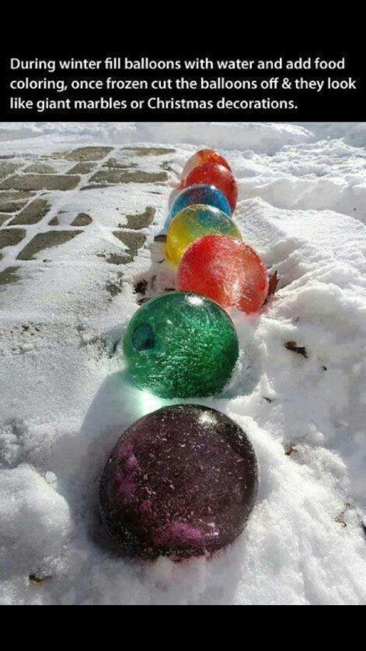 Christmas decorations with the use of water balloons