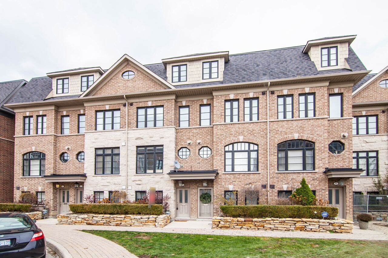 House For Sale In Toronto 👌 👉 Contact us at 📞 9055029944