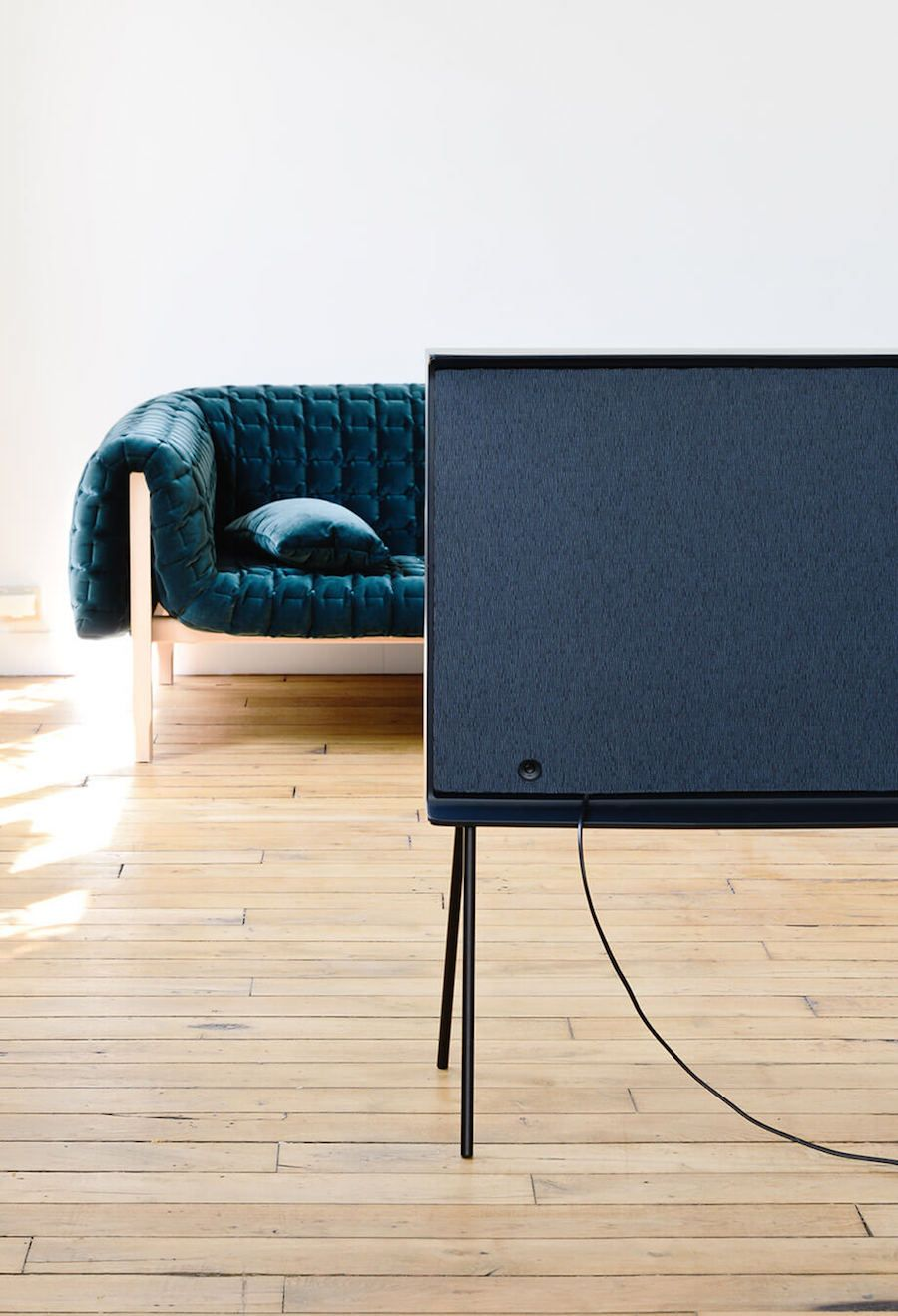 Serif Tv By Ronan And Erwan Bouroullec Product Design  # Meuble Tv Murale Meuble Tv Murale Design Ronna Mobilo Design