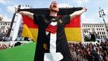 Per Mertesacker rejoices with the German flag