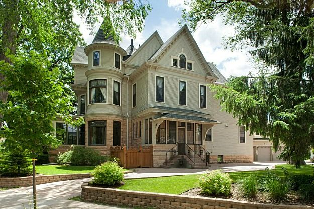 The Mary Tyler Moore Show House For Sale In Minneapolis Moore House Sale House Victorian Homes