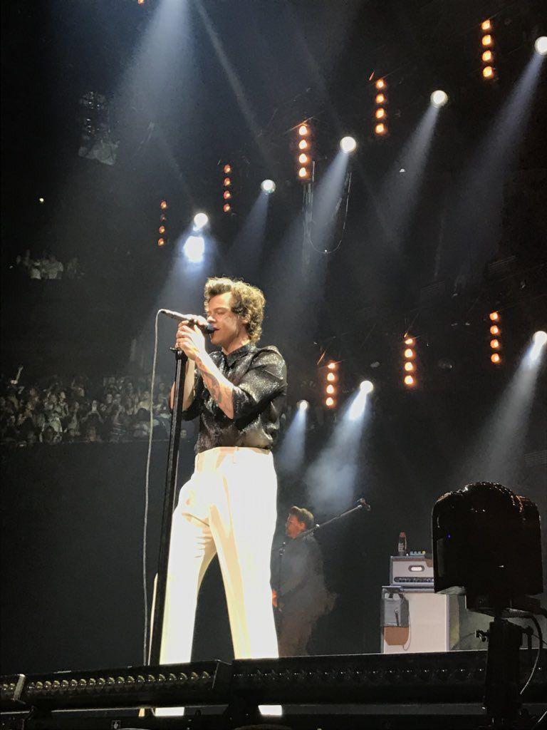 Harry Onstage Tonight In Seattle Wa July 7 2018 C Floralvinyl