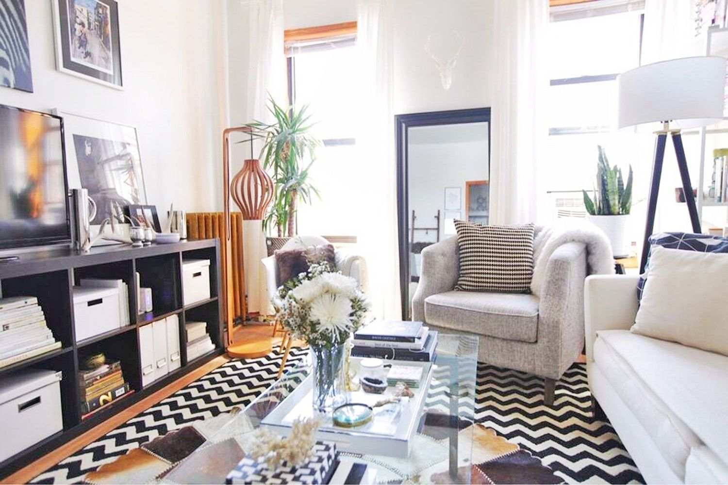 An Avid Craigslister S Black And White Brooklyn Rental Is Full Of Deals Home Decor Rental House Decorating Home Decor House Tours