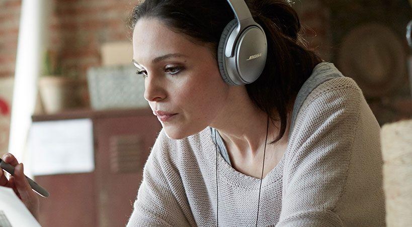 """Mit den neuen, nunmehr """"drahtlosen"""" Kopfhörer-Modell Bose QuietComfort 35 soll Lärmreduzierung neu definiert werden, verspricht Bose für den Over-ear Kopfhörer."""