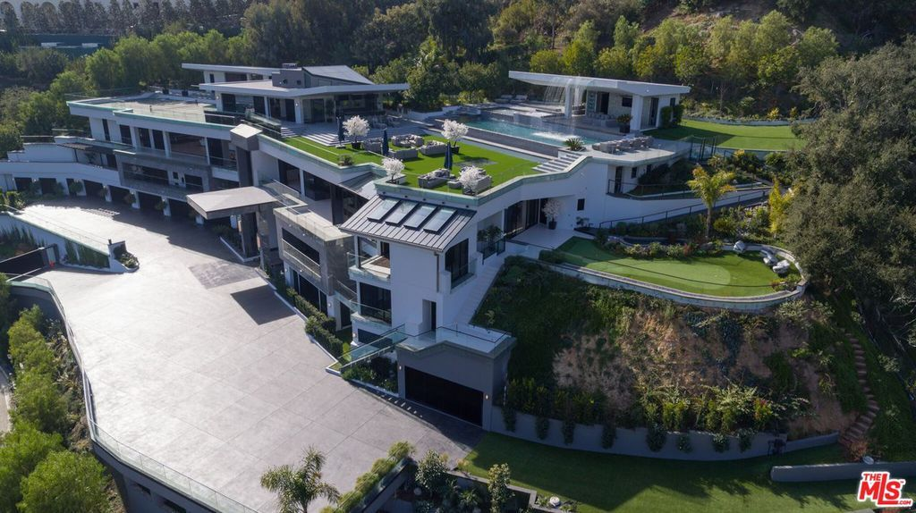10979 Chalon Rd Los Angeles Ca 90077 Mls 18310922 Zillow In 2020 Mansions Mega Mansions Luxury Homes Dream Houses