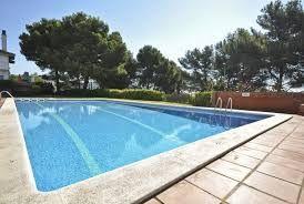 Moderne villa mitoyenne, très joliment meublée, accès à une zone commune avec piscine et beau jardin http://www.locationvillaespagne.com/santa-susanna/blanch/ santasusanna