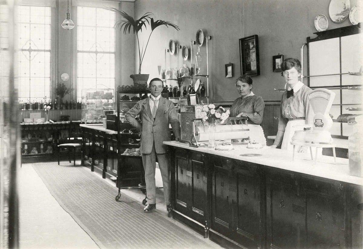 Interieur van bakkerij broodwinkel en banketbakker aan de for Hartman interieur rotterdam