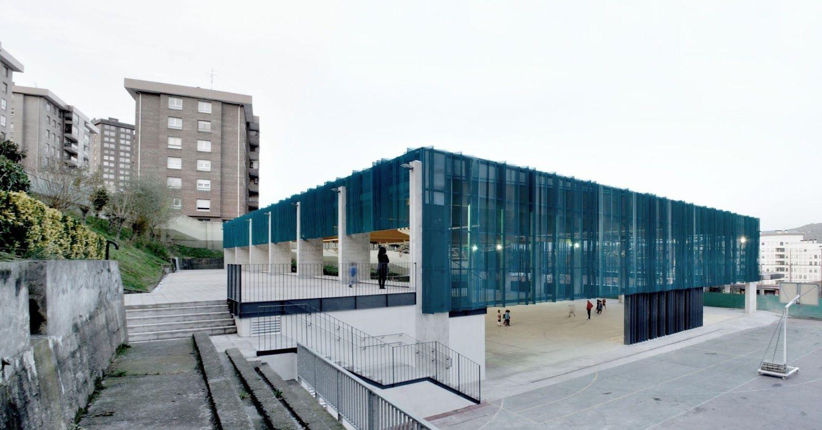 Pista deportiva en el colegio salesiano san juan bosco de barakaldo archkids arquitectura - Colegio arquitectos bilbao ...