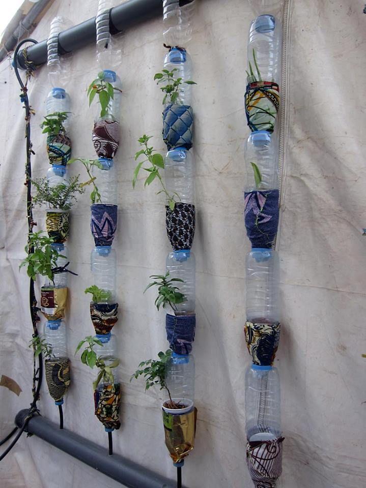 Jardines verticales con botellas jardin huerto jardiner a y plantas jardin - Bordillos de plastico para jardin ...