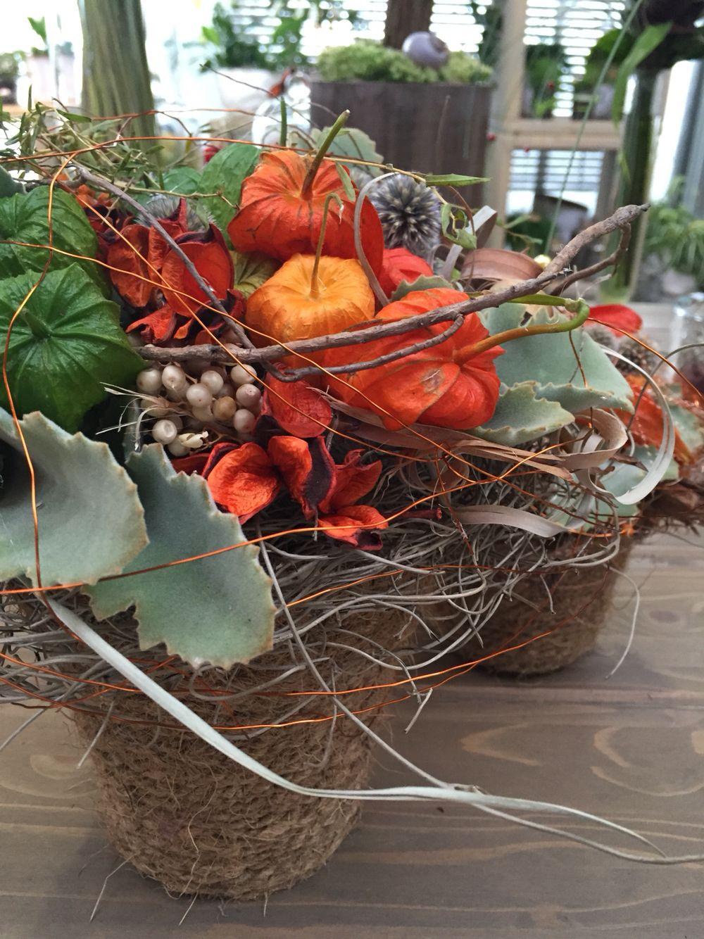 Herbstgesteck trocken #herbst #gesteck #orange #fall #fallarrangement… #herbstlicheaußendeko