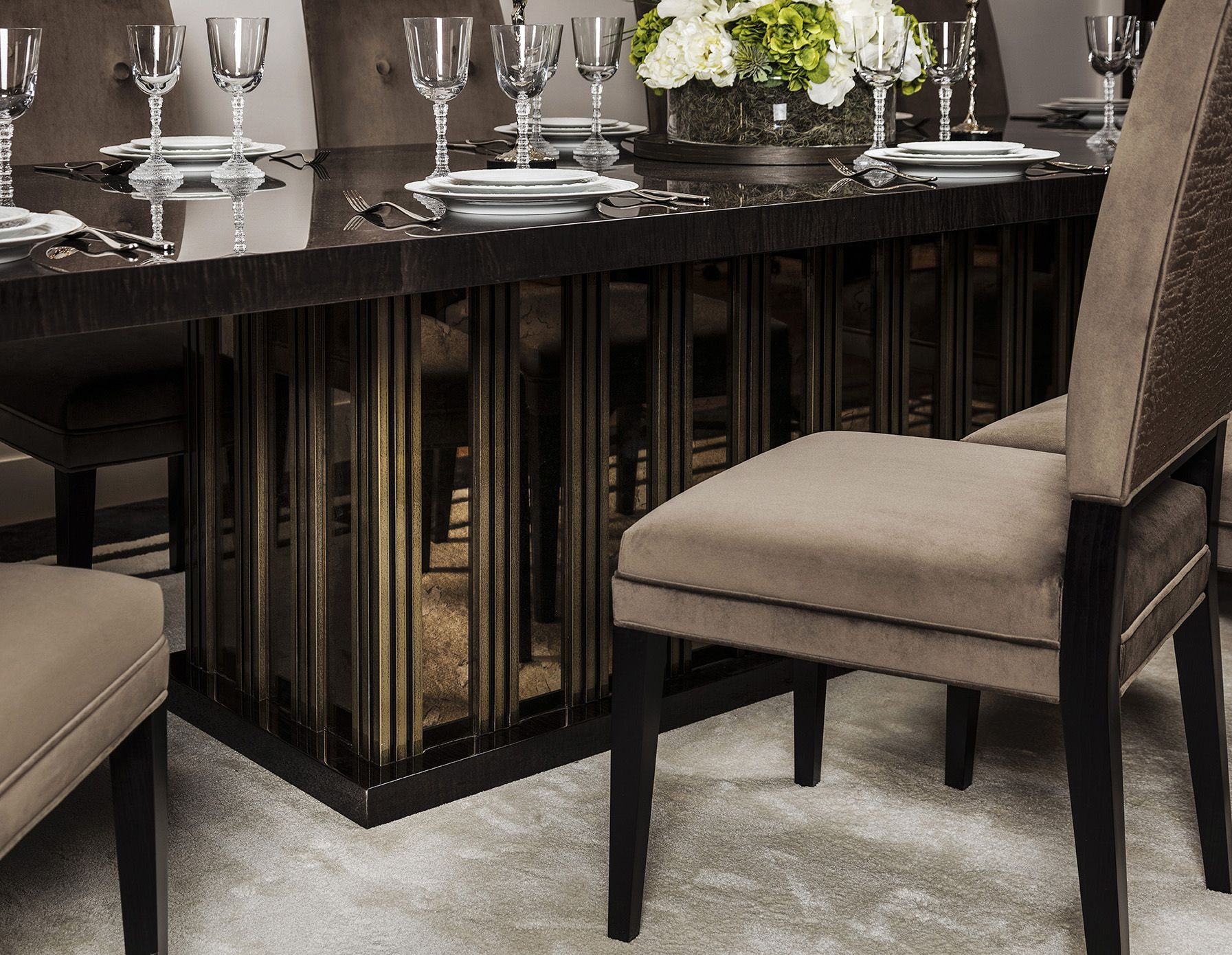 Molten Formal Dining Table A Superbly Luxurious Large Dining Table That Accommodates Up To 12 Guests Topped With Gorgeous High Gloss Sycamore Veneer Comedores