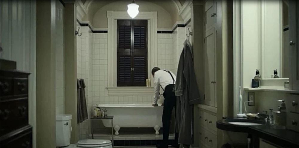 Lighting Basement Washroom Stairs: House Of Cards - Season 1, Episode 5 Bathroom