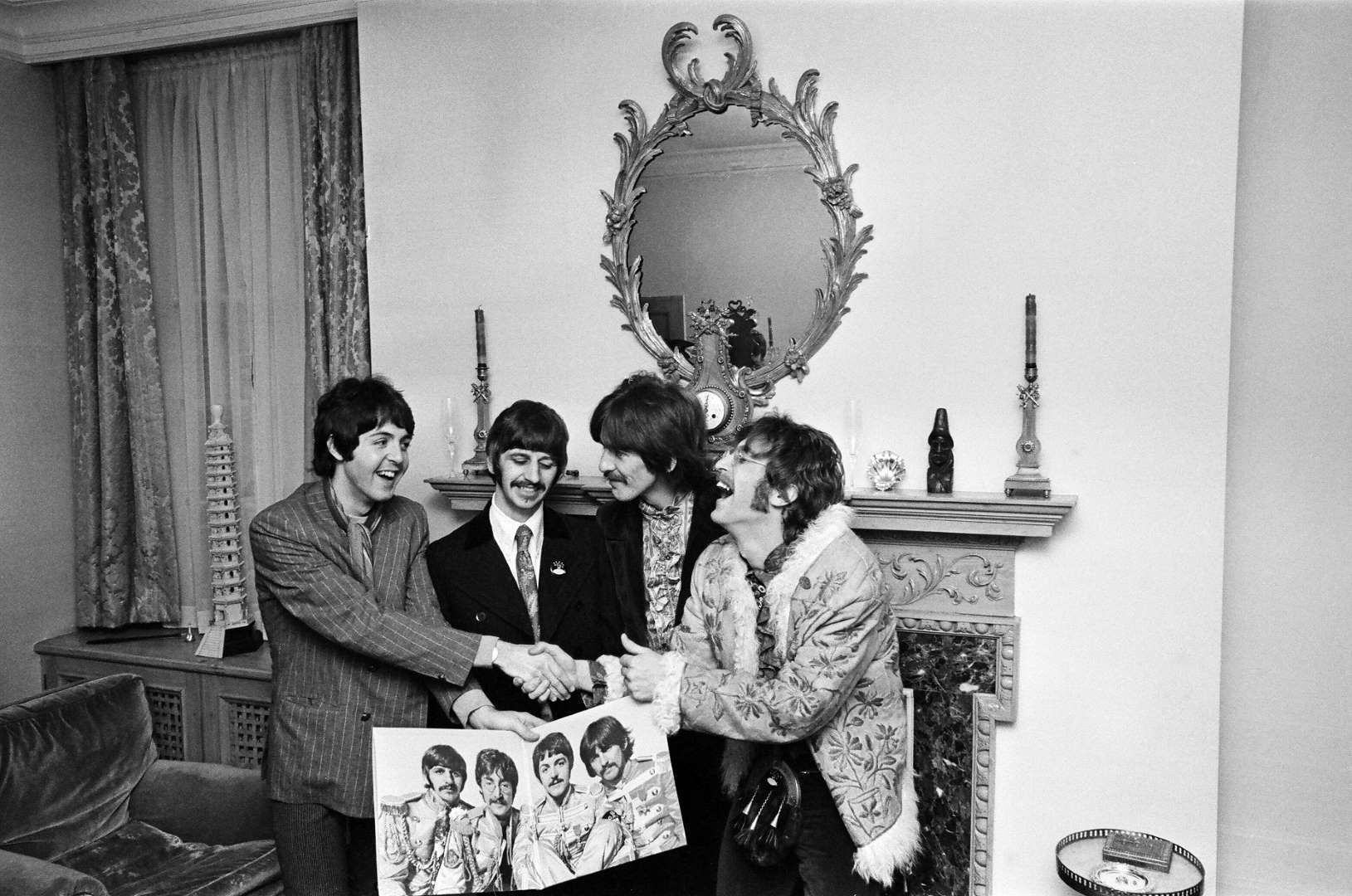 Album Cover Mirropix Beatles Sgt Pepper The Beatles Sgt Peppers Lonely Hearts Club Band