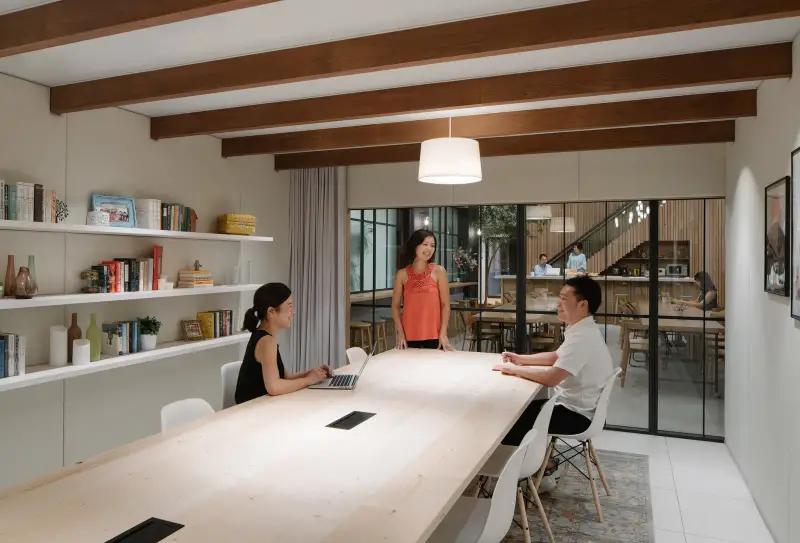 Airbnbの東京オフィスがおしゃれすぎて、社員じゃなくても働きたいレベル | オフィスデザイン. オフィスの ...