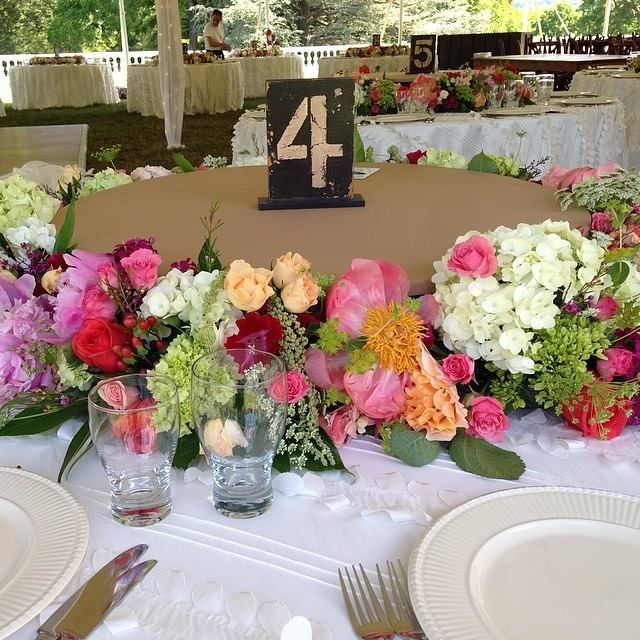 Oatlands Historic House & Gardens- Outdoor tented wedding reception; Nifty family-style dinner setting; floral centerpiece; Florals by Bergerons