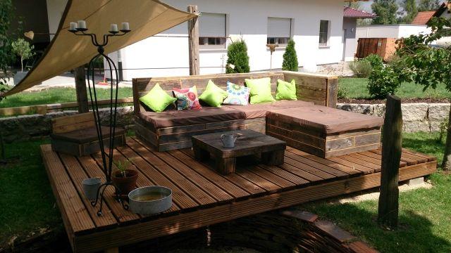terrassengestaltung möbel sofa holz sonnensegel deko kissen - garten lounge mobel holz