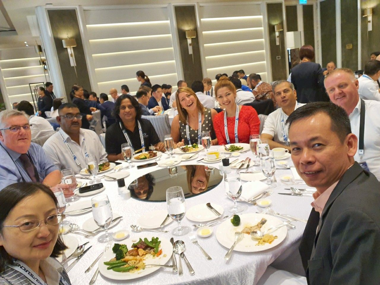Lunch networking with me.. the woman in red🤝😁👄  #LanWork #FreightForwarder #TSLNaxco #TFS #TheFreightSummit #MacauTrip #LanInMacau #Macau