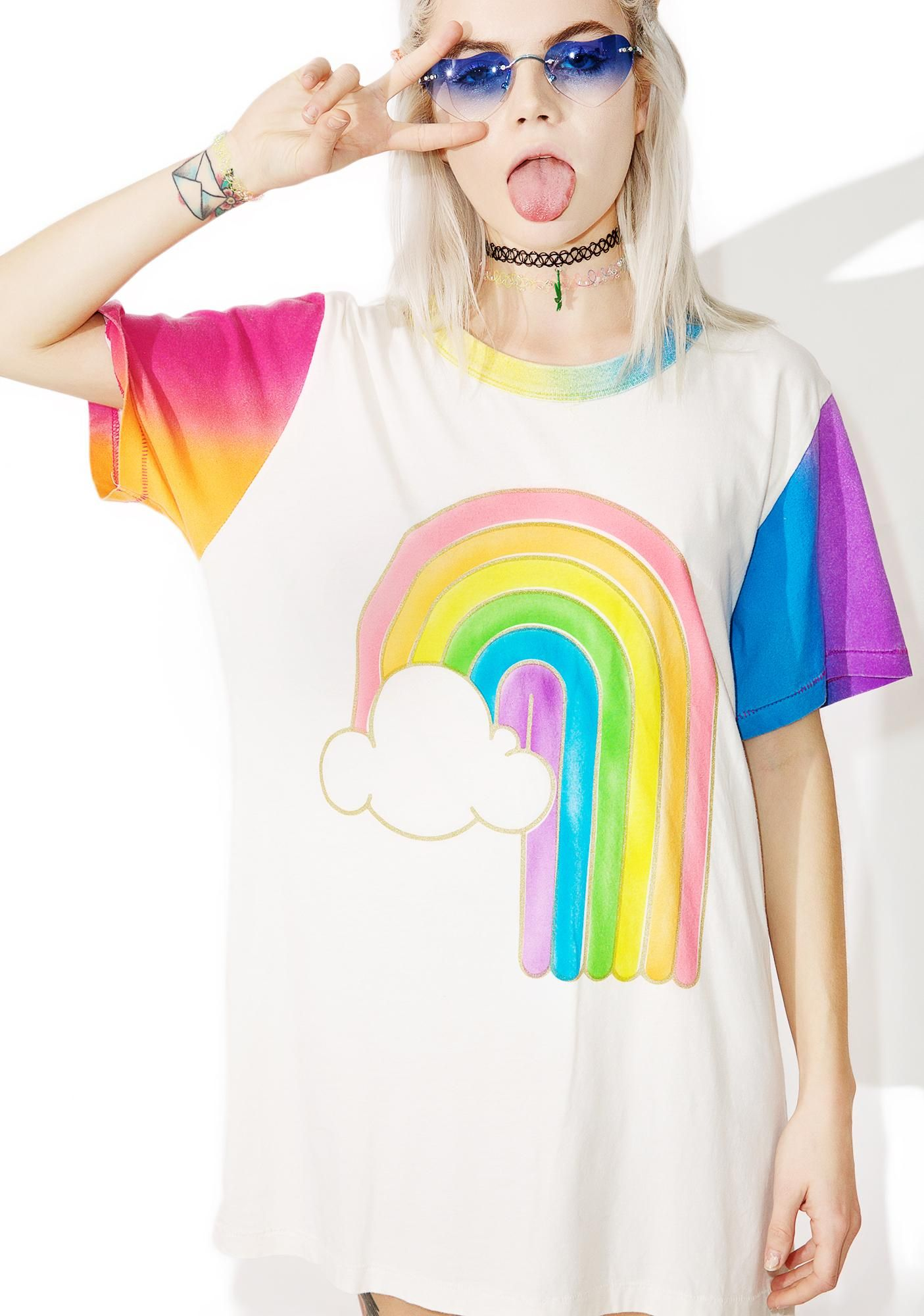 Big Bud Press Rainbow Tee is gunna shoot prisms into tha sky, bb! This dope oversized tee features a comfy white cotton construction, gradient sleeves 'N trim, and cutesy rainbow graphic across the front.