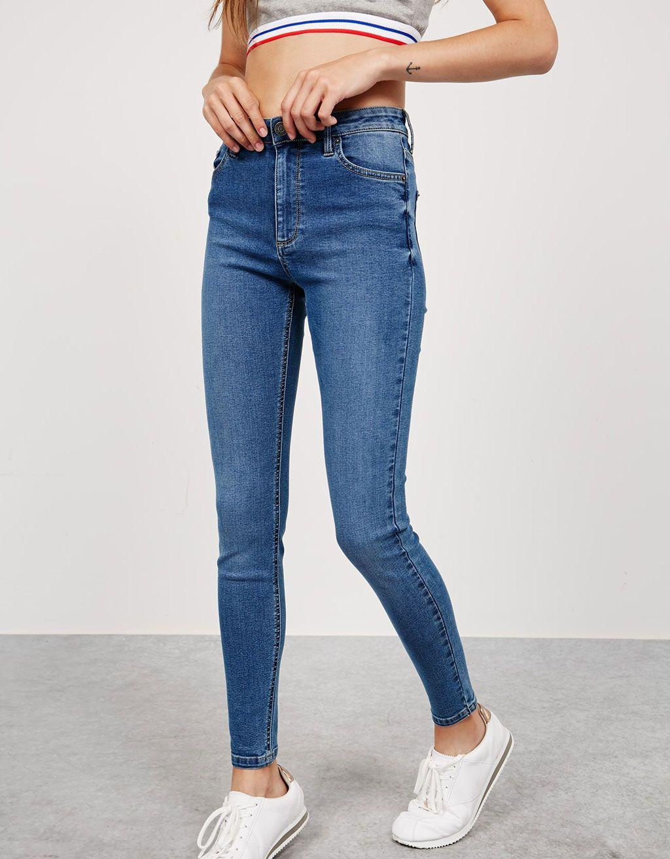 Jeans skinny high waist. Descubre ésta y muchas otras prendas en Bershka con nuevos productos cada semana