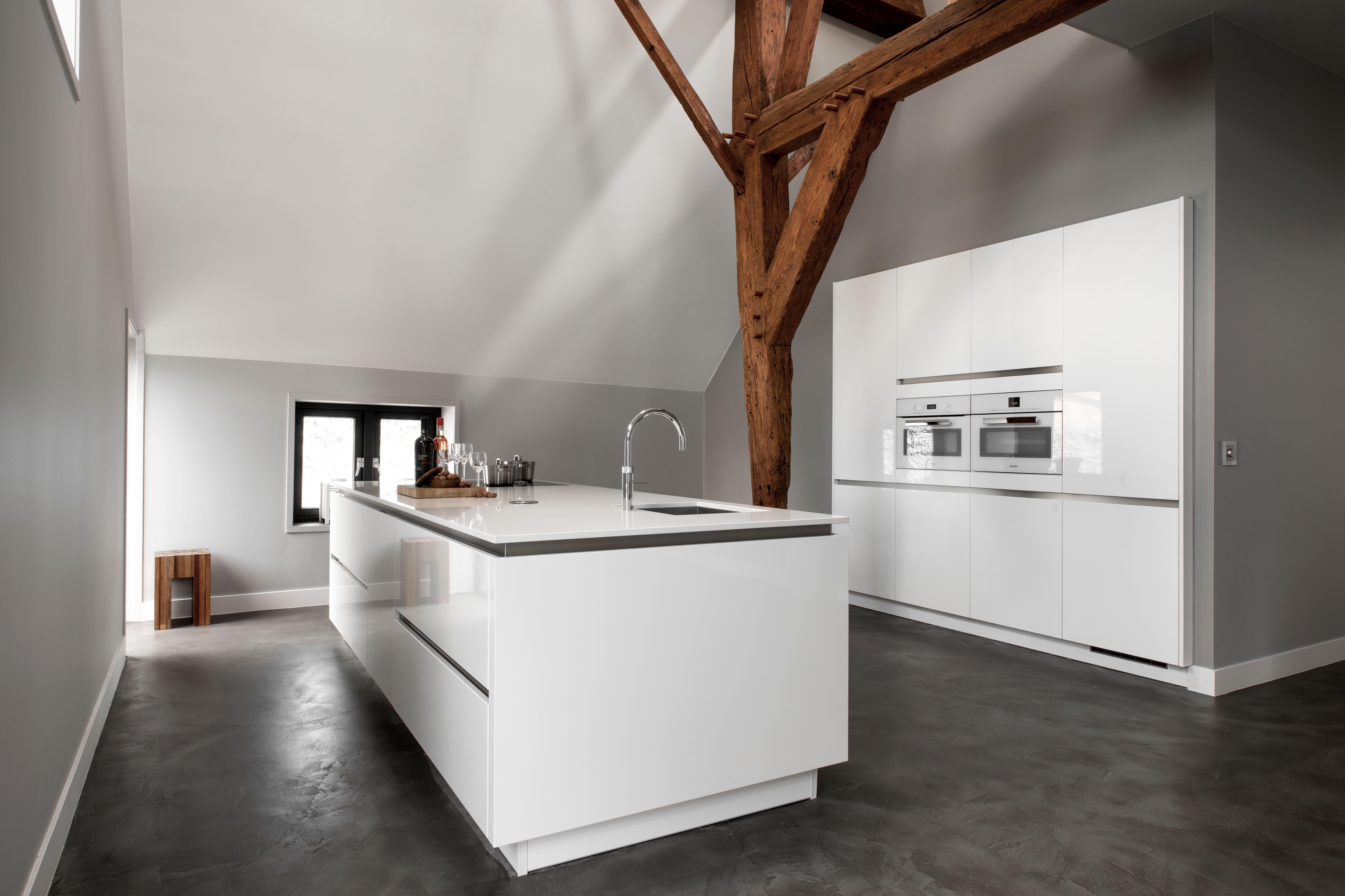 Witte Keuken Ervaring : Deze witte keuken is overzichtelijk en strak van vormgeving voor
