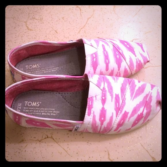 """Spotted while shopping on Poshmark: """"Toms""""! #poshmark #fashion #shopping #style #TOMS #Shoes"""