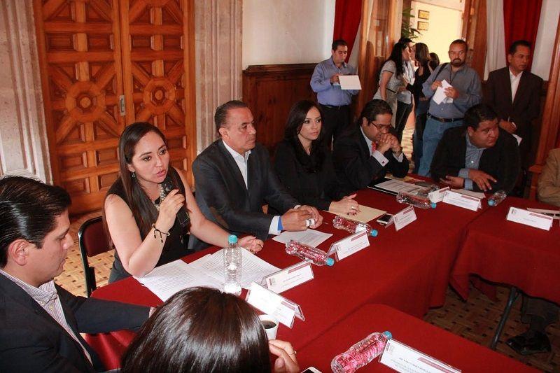 Michoacán necesita una ley integral, acorde a la realidad local, que facilite el ejercicio, funciones notariales, y garantice a los michoacanos el acceso a un servicio honesto, ágil y que ...