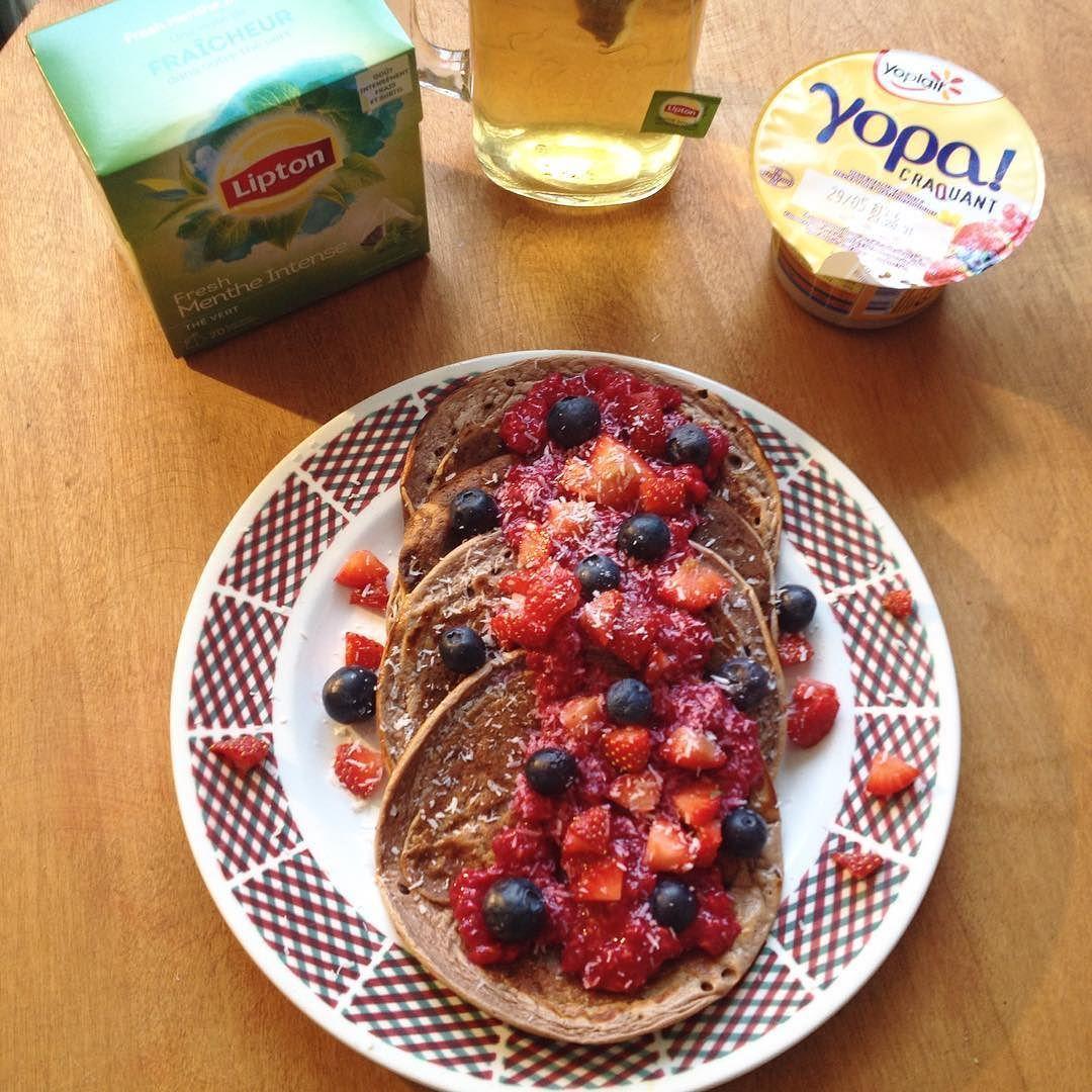 {BREAKFAST} Hello la #fitfam  Des pancakes soooooo Yummy pour aujourd'hui avec un écrasé de framboises quelques fraises des myrtilles le tout saupoudré de noix de coco  comme toujours on retrouve un thé vert menthe intense de chez @lipton_france  j'ai prévu en plus un yopa! Croquant de chez @yoplaitfrance si j'ai encore faim mais j'en doute... #runningGirl #fitgirl #fit #spartiate  #paleo #motivation #motivated #determination #determined #guerriere #nopainnogain #nevergiveup #healthy #health…