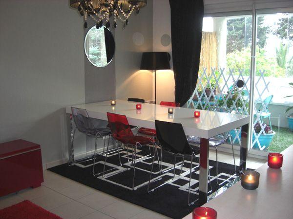 images de salons décorés en gris - Recherche Google INSPIRATIONS - deco salon rouge blanc noir