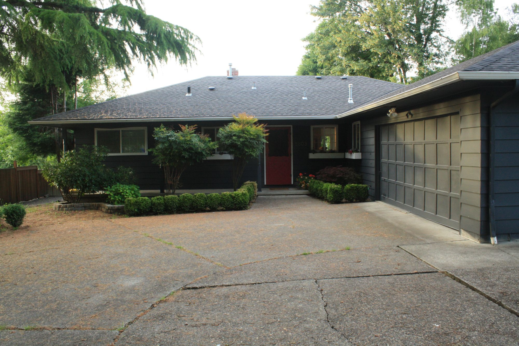 Benjamin Moore S Deep Space Exterior Paint House Colors Ranch