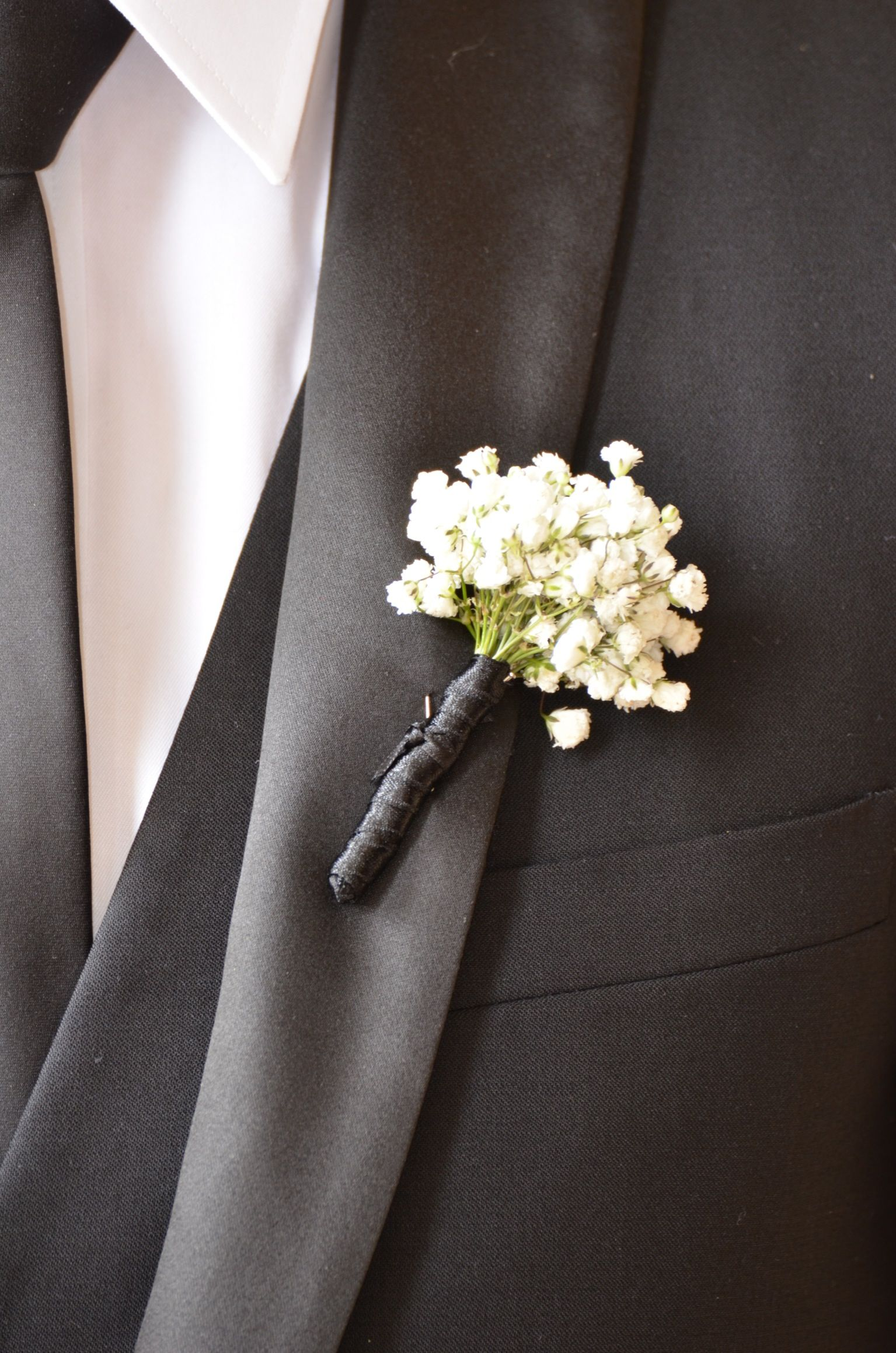 Grooms Men S On Hole Flowers By Bouquet Chic Small Cer Of Gypsophila