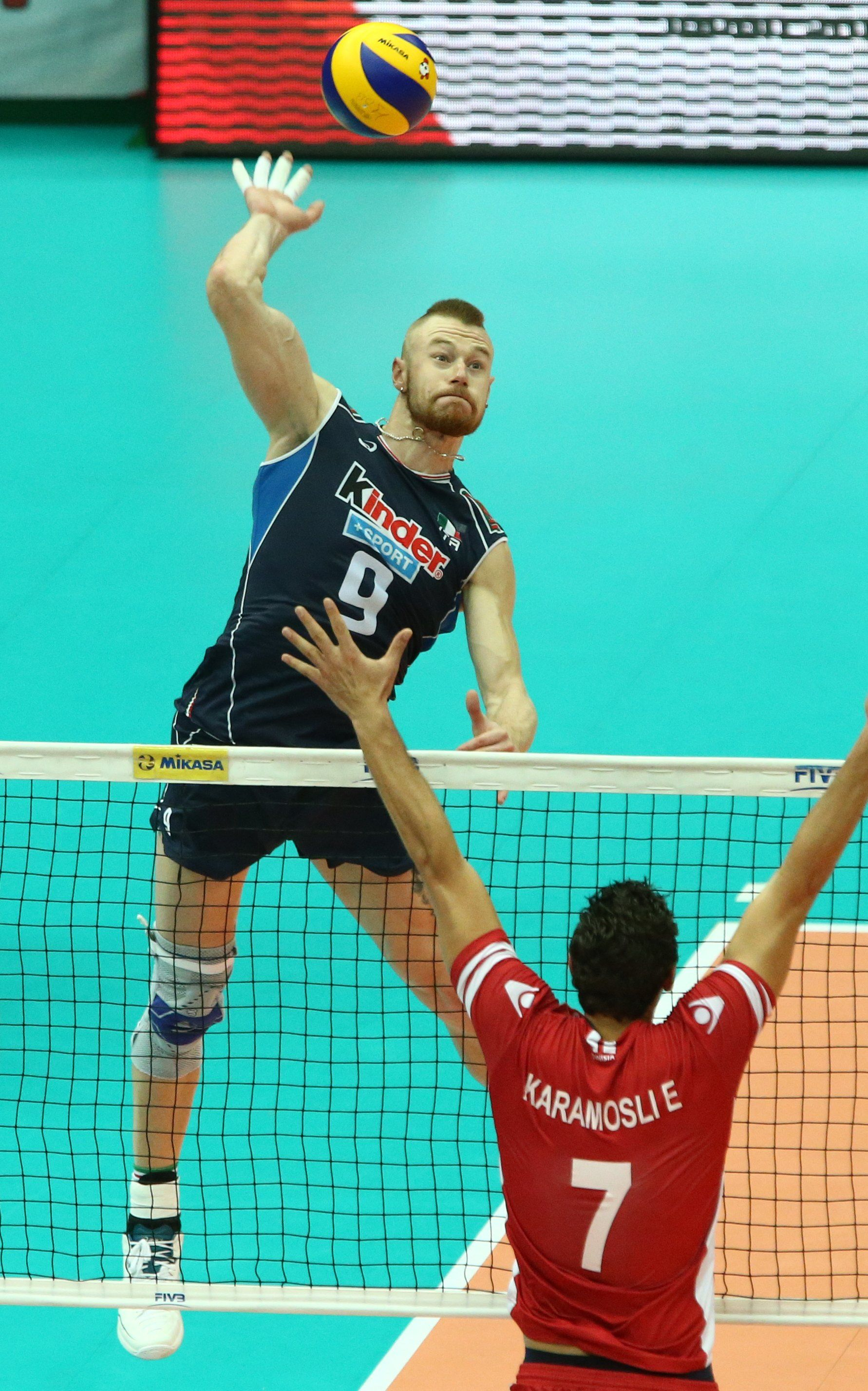 Ivan Zaytsev Spikes Over Tunisia S Block Volleyball Photography Volleyball Wallpaper Volleyball