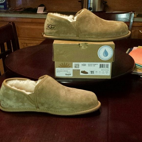 cf3ab5b370603 BRAND NEW MEN UGG SLIPPERS Brand new, never worn, perfect condition! Bought  it for my boyfriend but it didnt fit him. Its the M Scuff Romeo II Chestnut  size ...