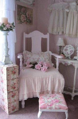 pink shabby chic chair pink dreams pinterest sch ner wohnen miniatur und wohnen. Black Bedroom Furniture Sets. Home Design Ideas