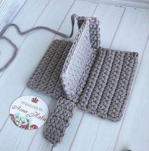 Bobble Stitch Handbag Crochet Pattern with Video Tutorial red purse Why spend money on simple bags, when you can make this bobble stitch handbag all by yourself. The place where construction meets design, beaded crochet is the act of using beads to embelD