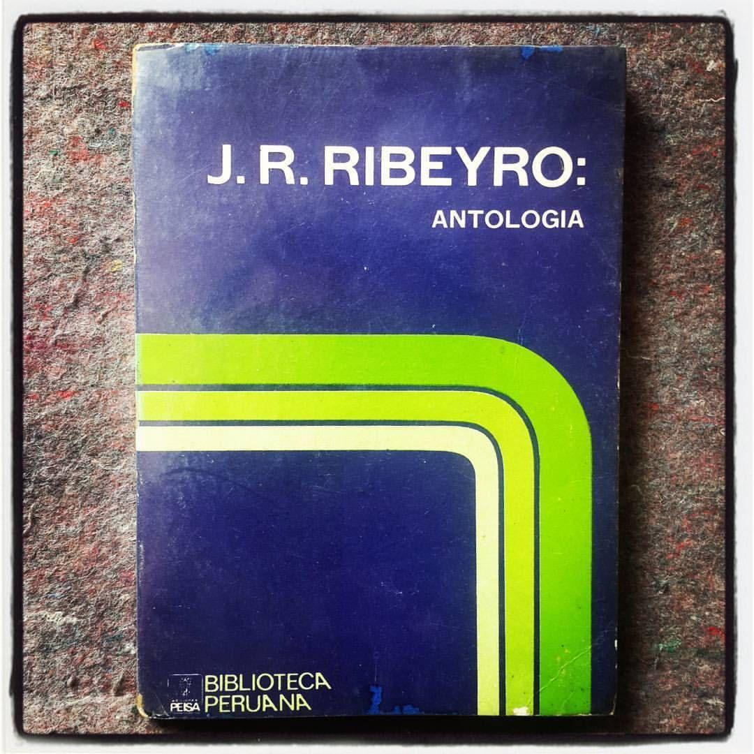 """J. R. Ribeyro: """"… Luego de remover una serie de trastos viejos, divisé, acostada en un almohadón, como una criatura en su cuna, una vieja botella de chicha…"""" (1973: 43)."""