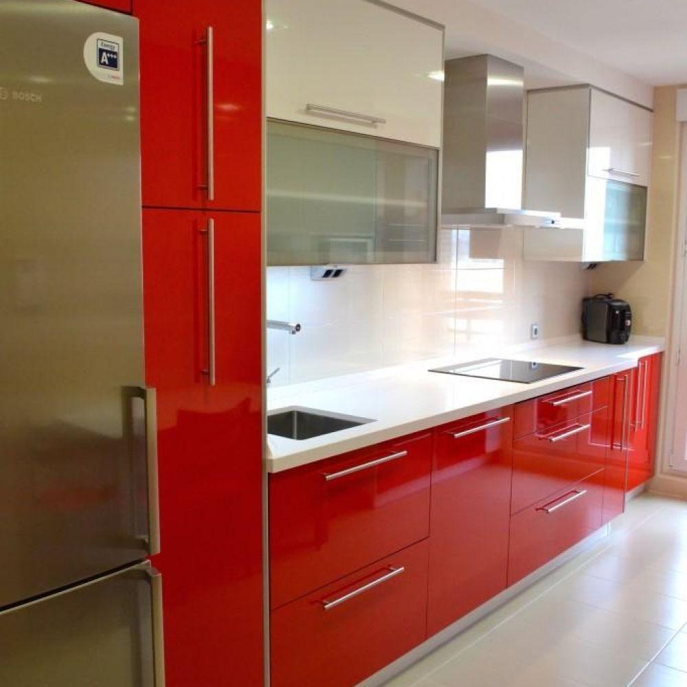 Ver imagen original muebles pinterest for Cocina blanca encimera roja