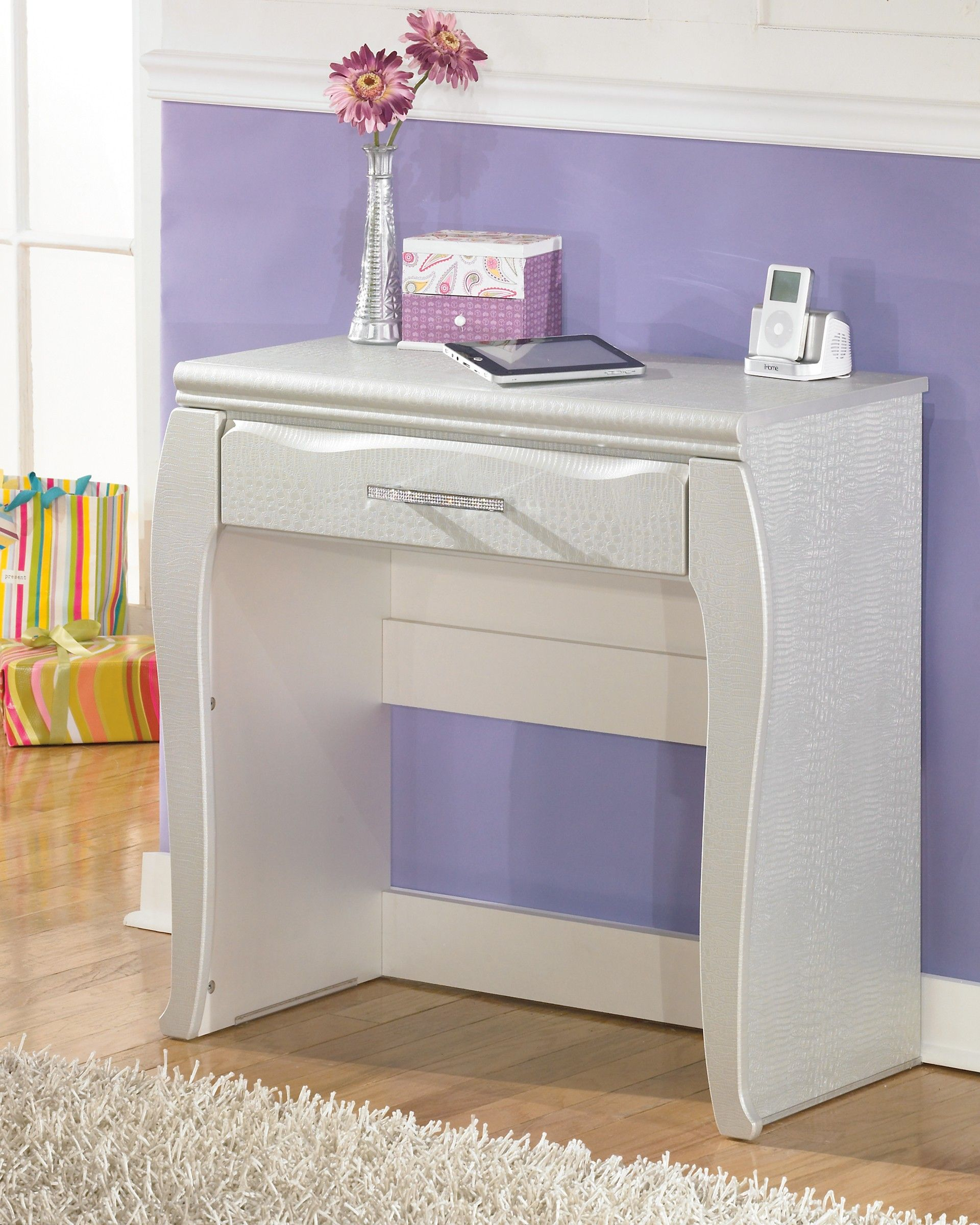 Ashley Zarollina B182 22 Signature Design Vanity