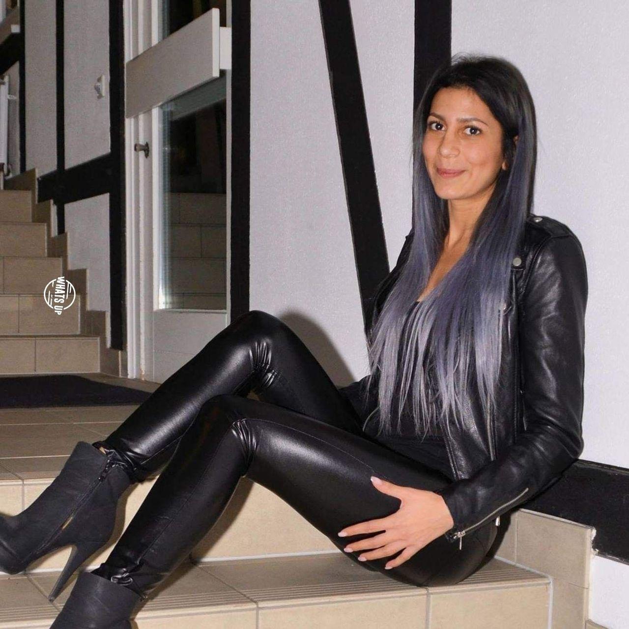 Pin von Blixten auf Leather leggings   Glänzenden leggings